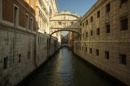 Un canal à venise italie Banque d'images - 98383690