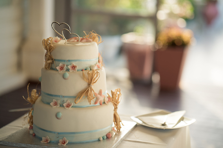 A delicious looking wedding cake Standard-Bild