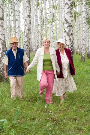 pere et fille: les personnes �g�es - p�re, m�re et fille - famille heureuse  Banque d'images