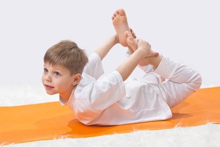 ni�os sentados: Yoga para el beb� Foto de archivo