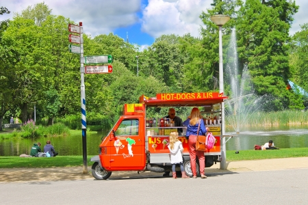ice cream stand: Snack cart in city park in Amsterdam. Netherlands