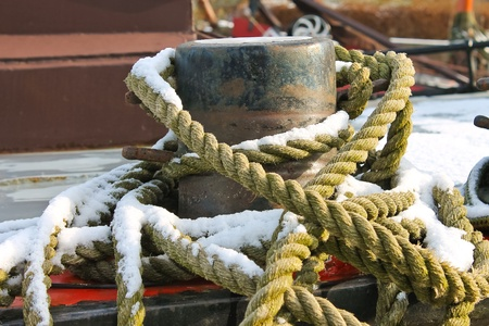 bollards: Mooring rope for pier bollards Stock Photo