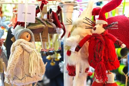 shop tender: Woolen dolls in the gift shop