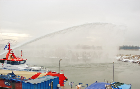 gorinchem: GORINCHEM, THE NETHERLANDS - FEBRUARY 13, 2012 : Ship melts the ice by steam gun in the harbor of Gorinchem