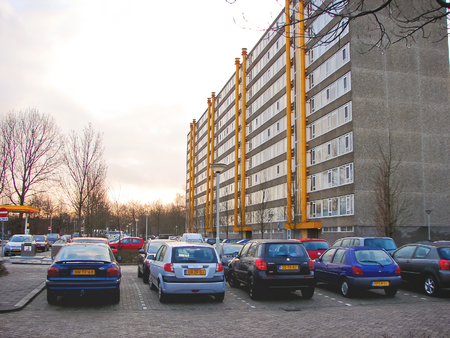 gorinchem: GORINCHEM, THE NETHERLANDS - FEBRUARY 13, 2012 : Cars parked in the morning city