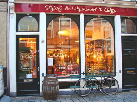 GORINCHEM, THE NETHERLANDS - FEBRUARY 16, 2012 : Wine store in the Dutch city of Gorinchem