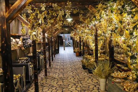 babbo natale: Taneto, Italy - December 27, 2014: Great Cristmas market Villaggio di Babbo Natale in the garden center Mondoverde. Taneto, Italy