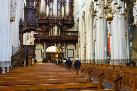 den: Den Bosch, Netherlands - January 17, 2015: People in the cathedral Dutch city of Den Bosch