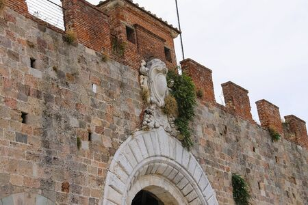 fortified wall: Antique fortified wall and gate in Pisa, Italy
