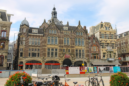 ortseingangsschild: Amsterdam, the Netherlands - October 03, 2015: Old style building in historic city centre