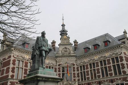 campus tour: University Hall of Utrecht University and statue of Count (Graaf) Jan van Nassau in Utrecht, The Netherlands Stock Photo
