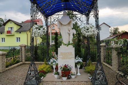 tabernacle: Schodnica, Ukraine - June 30, 2014: Statue of Virgin Mary, Mother of God in Carpathians Editorial
