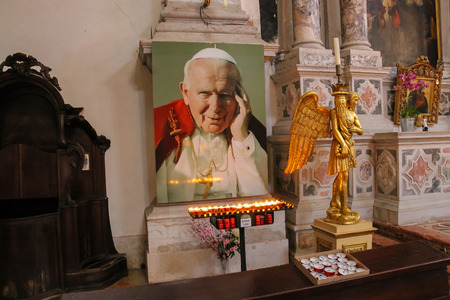 Venice, Italy - August 13, 2016: Lights near portrait of Pope John Paul II. Interior of Saint Moses church (Basilica di San Moise) 新聞圖片