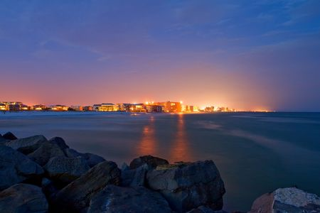 Destin city at night. Florida, Verenigde Staten