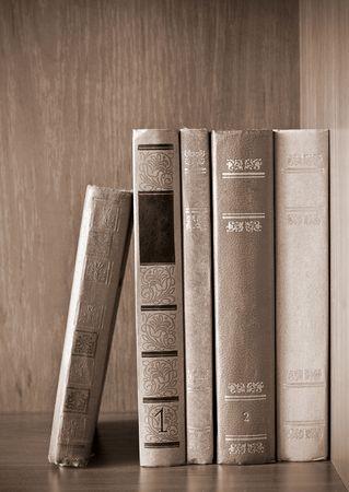 Vintage photo van oude boeken op de plank