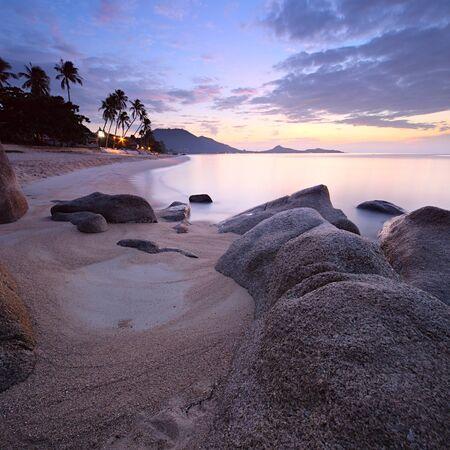 koh: Salida del sol en una playa tropical de Isla de Koh Samui, Tailandia