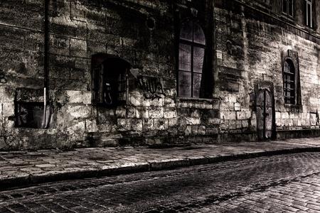 Donkere straat 's nachts Stockfoto - 12907843