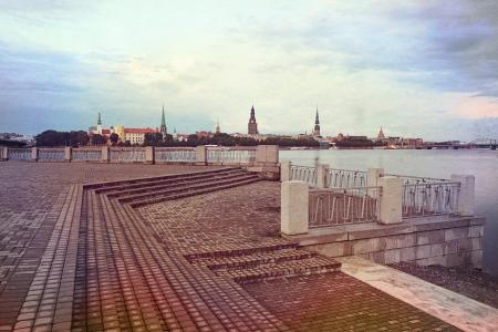 Evening Riga paisagem urbana. L�tvia Banco de Imagens - 16184975