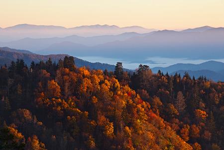 スモーキー山の日の出。素晴らしいスモーキー山脈国立公園、アメリカ合衆国 写真素材