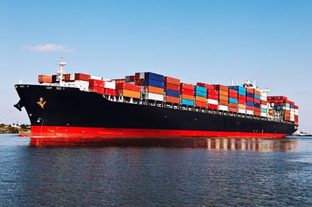 transportation: Nave da carico nel porto Archivio Fotografico