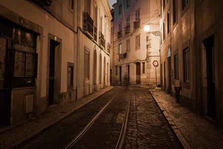 Europäische Straße in der Nacht, Lissabon, Portugal