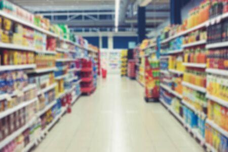 Arrière-plan abstrait intérieur flou supermarché avec bokeh