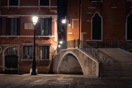 Venice old street night panorama, Venice, Italy Redactioneel