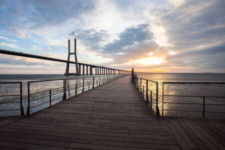 Pont de Lisbonne au lever du soleil, Portugal - Vasco da Gamma