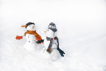 snowmen in love taking hand each other