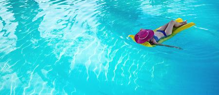 Young woman enjoying a swimming pool 版權商用圖片