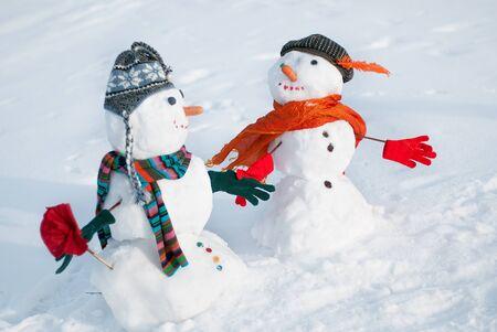 nariz: Pareja de muñecos de nieve mirando el uno al otro Foto de archivo