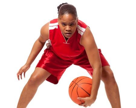 baloncesto: Jugador de baloncesto femenino. Estudio de disparo sobre el blanco.