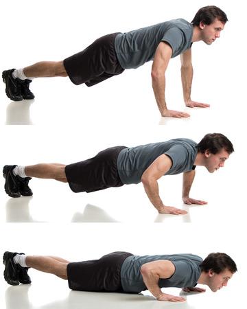 Jonge volwassen man doen push ups. Studio opname op witte. Stockfoto