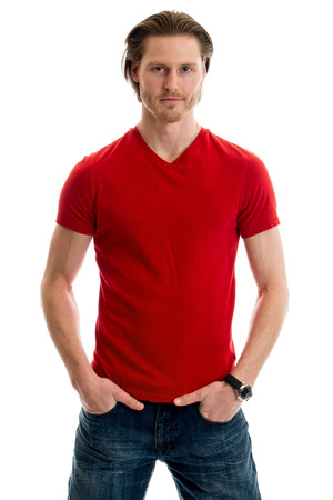 uomo rosso: L'uomo in jeans e t-shirt rossa. Studio girato su bianco. Archivio Fotografico