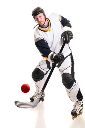 Roller Hockeyspieler. Studio shot over white.