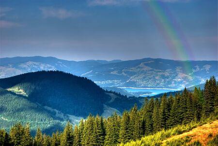reservacion: Ceahlau, reserva natural y Lago de Bicaz, Rumania. Un paisaje de monta�a hermosa justo despu�s de la ducha.