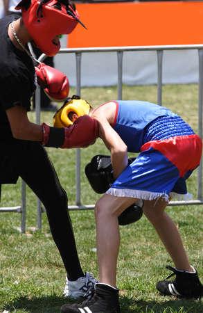 agachado: Dos j�venes de boxeo  Foto de archivo
