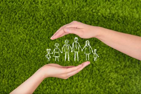 가족: .Family 생명 보험, 보호 가족, 가족 개념. 스톡 콘텐츠
