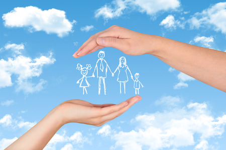 Family life insurance, protecting family, family concepts gesture Stockfoto