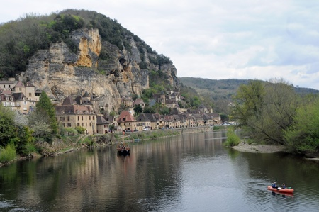 aquitaine: La Roc-Gageac view of the village along the river Dordogne Aquitaine