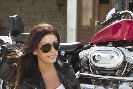 Beautiful girl rider near a motorcycle Banque d'images