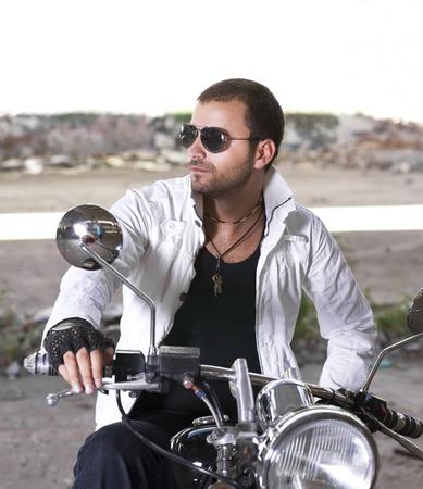 jinete: Hansom hombre en una motocicleta