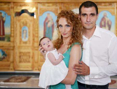 familia en la iglesia: Feliz familia cristiana