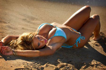 Hermosa playa bikini chica  Foto de archivo - 6928906