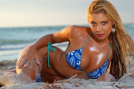 blonde bikini: Sexy bikini girl