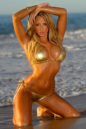 ni�as en bikini: Playa Hermosa chica del bikini