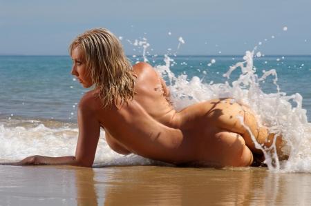 naaktstrand: Sexy naakt strand meisje Stockfoto