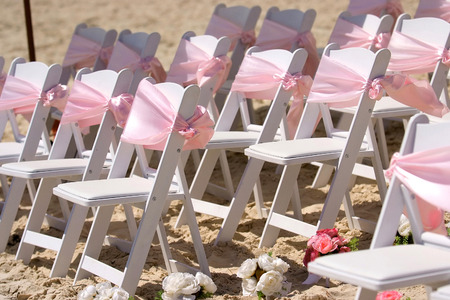 結婚式: 屋外の結婚式の椅子