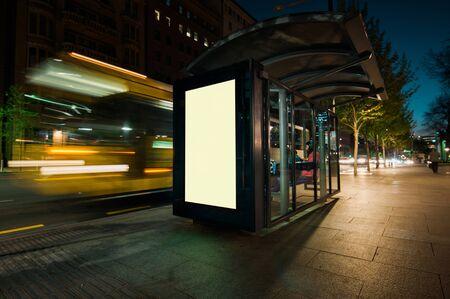 Blank refugio publicidad en autobuses al aire libre Foto de archivo - 52357217