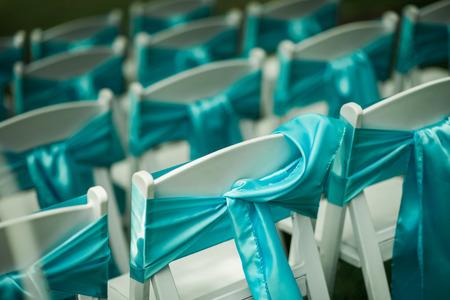 feier: Outdoor-Hochzeit Stühle